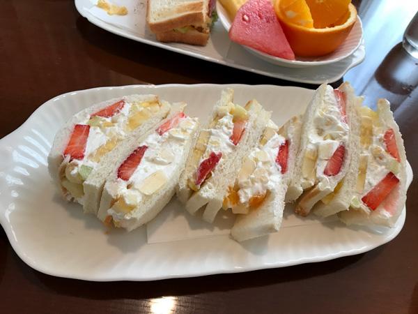 プチモンドのフルーツサンド  Fruit sandwich