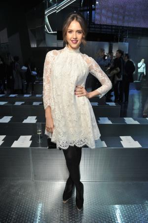 hm-fashion-show-jessica-alba-wearing-hm_low.png