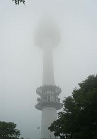 Nソウルタワー(南山タワー) 霧の中のseoul tower