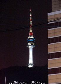 夜のNソウルタワー 綺麗 明かり 光 照明 変化 変わる 美しい