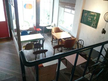 mmmg cafe 全貌 室内 机 椅子