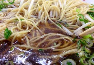 【ミスターラーメン】コシのある太めの麺