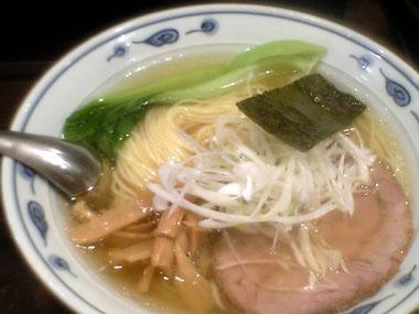 東八道路沿いの汁麺『四馬路(すまろ)』