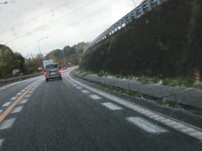 紀の川SA手前で雪