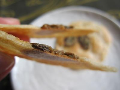 ひろしま夢ぷらざ・牡蠣まるごとせんべいパリッと割れた