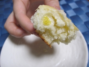 生地にまでレモンが!広島レモンあんぱん