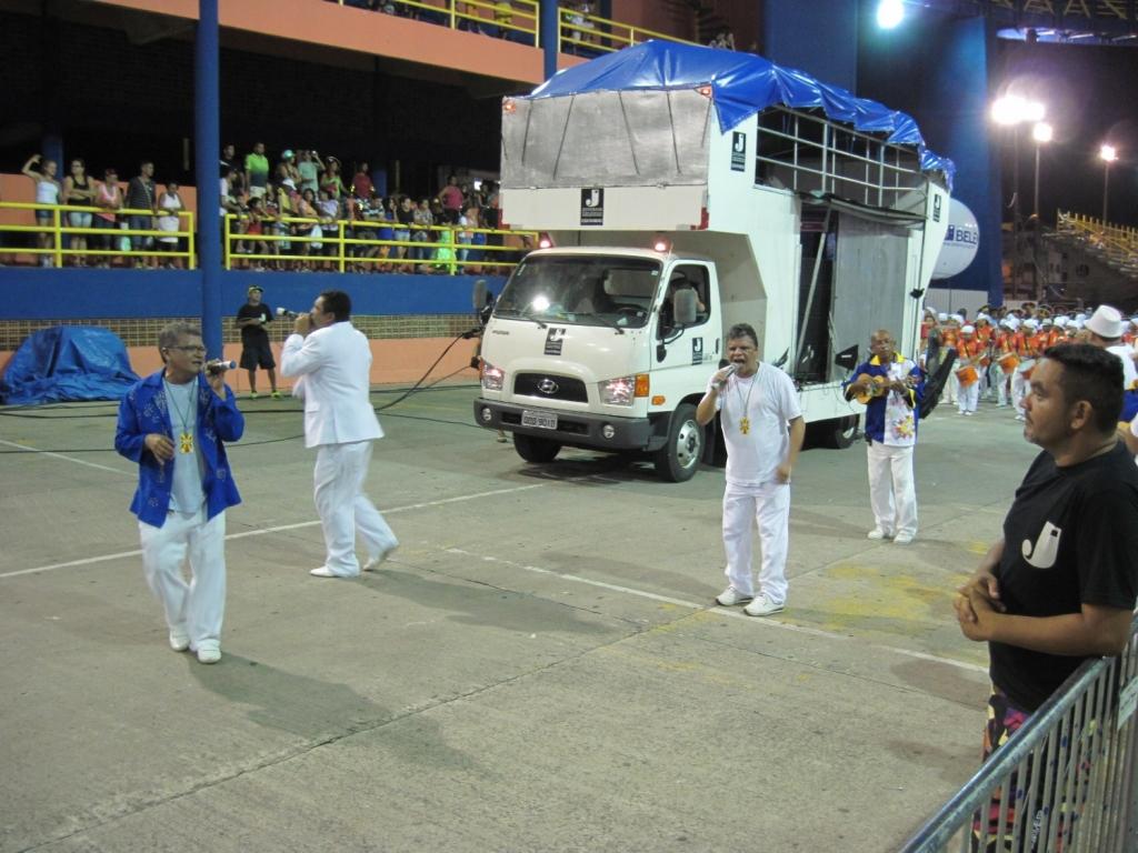ブラジル・ベレーン市のカーニバル歌い手たち