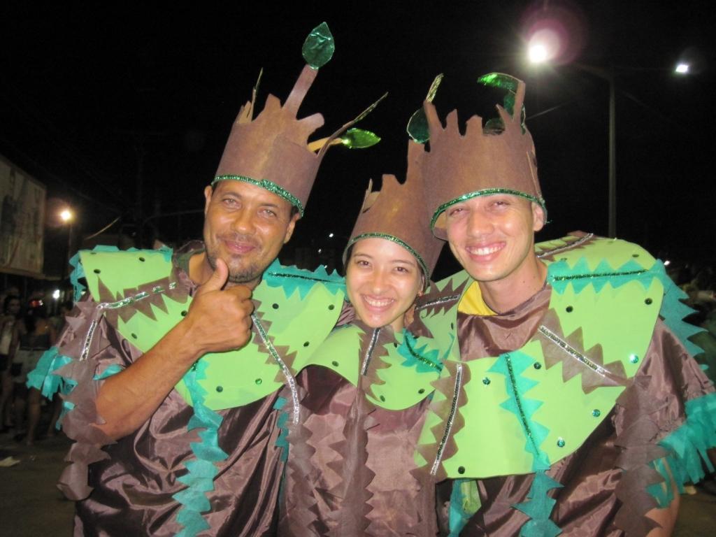 ブラジル・ベレーン市のカーニバル踊り子3名アップ
