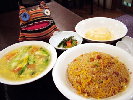 チャーハンと野菜玉子スープ