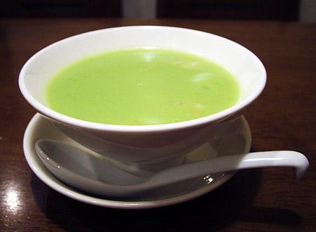 フカヒレ、海鮮入りアボカドスープ