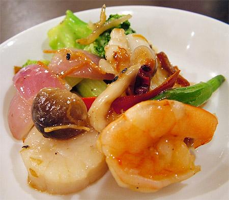 海鮮と旬野菜の自家製X.Oジャン炒め
