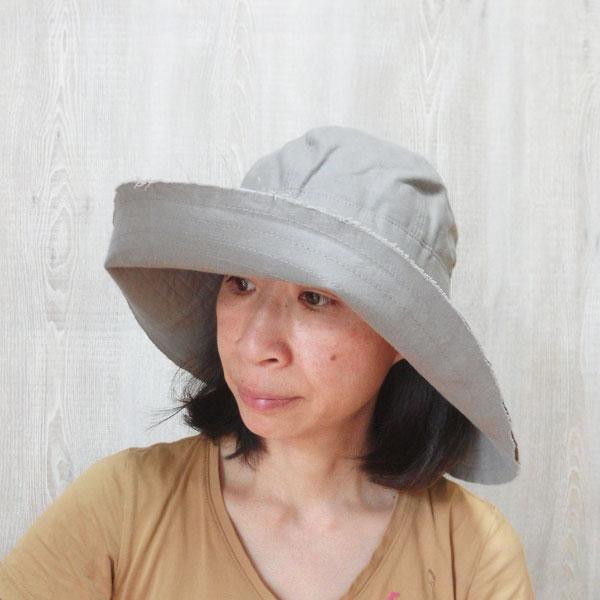 つば広帽子 旅行に