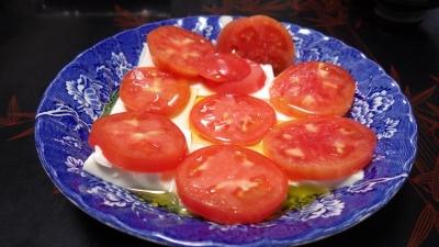 e140907豆腐とトマトにオリーブオイルをかけて