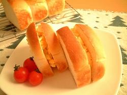 牛乳食パンで卵のサンドイッチ