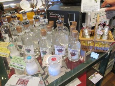 蒸留酒とラフィユ.JPG