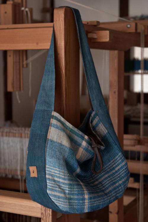 織布のショルダーバッグ
