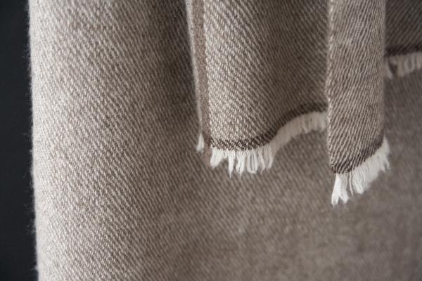 カシミヤと手紡ぎヤクのストール