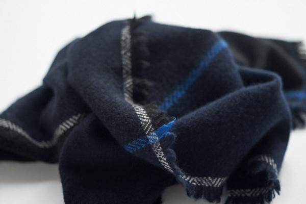 ネイビーブラックのスカーフ