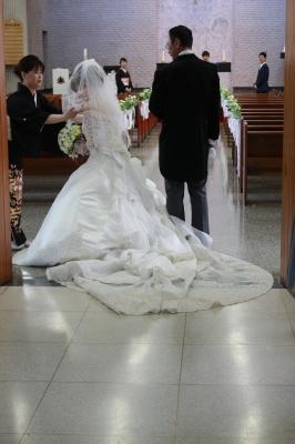 普段見ている聖堂ではないみたいな感じがします。新郎新婦に幸せのおすそ分けを貰った気分です(2人は幸せオーラ全開でした)