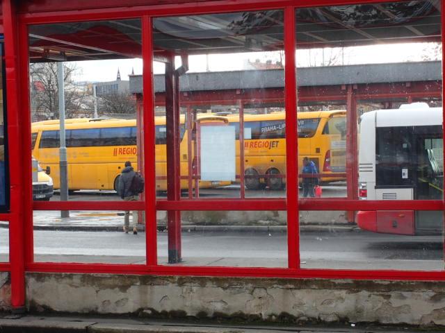 この黄色いバスでチェスキークロムロフへ