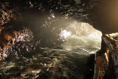 三段壁・洞窟4.jpg