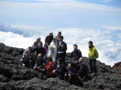 富士山頂での結婚式