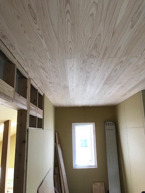 10.寝室天井は杉板張.jpg