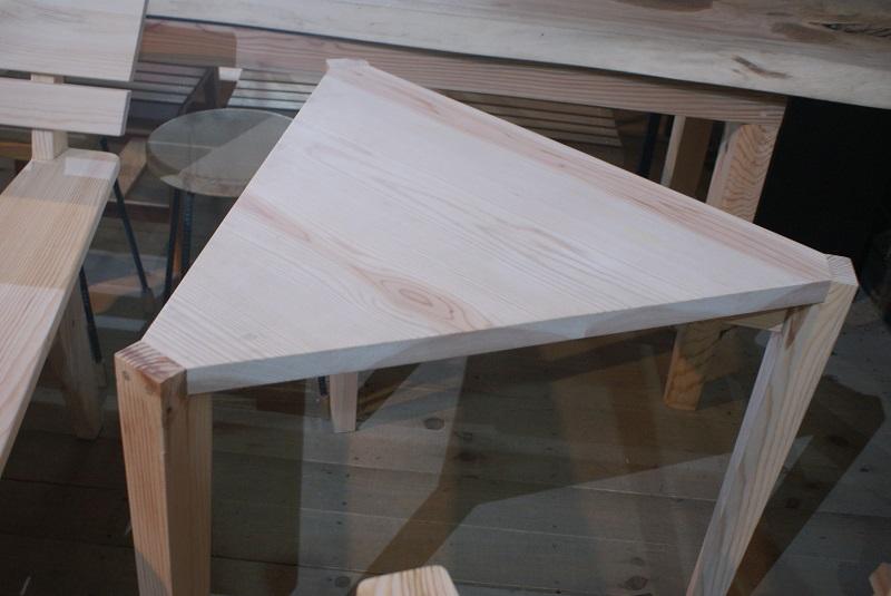 三角テーブル.JPG