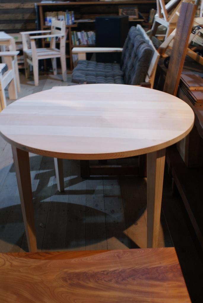 赤松の丸テーブル.JPG