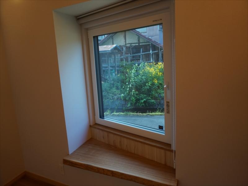 7.水路のせせらぎを見る窓_R.JPG