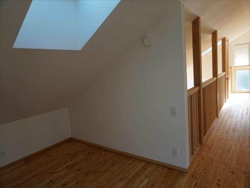 9.寝室から廊下を見る_R.JPG