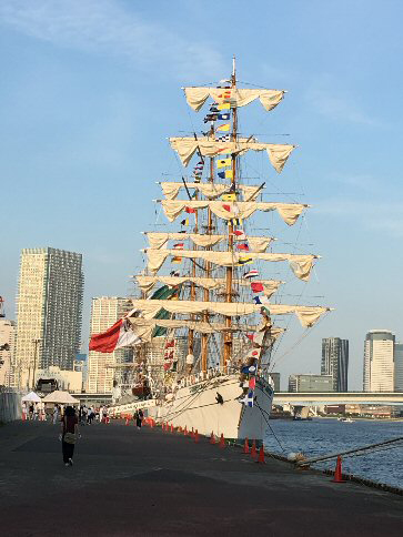 海軍帆船昼間