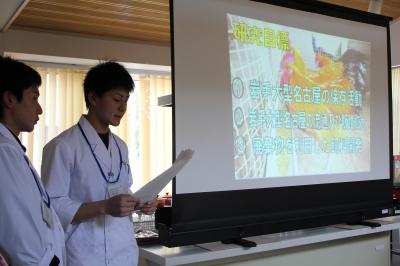 環境科学科動物微生物研究班3年生4人による研究発表
