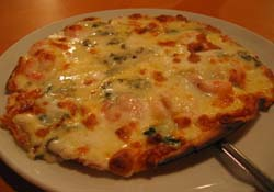 ゴルゴンゾーラと海老のピザ