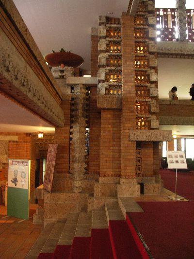 ライトの設計した旧帝国ホテルのロビーの写真