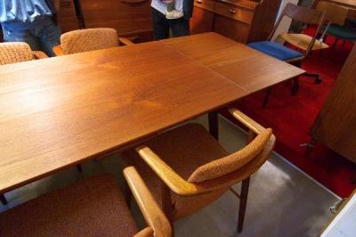 ルイスドローリーフテーブル