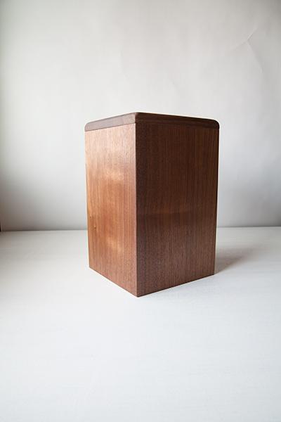 木のゴミ箱の写真1