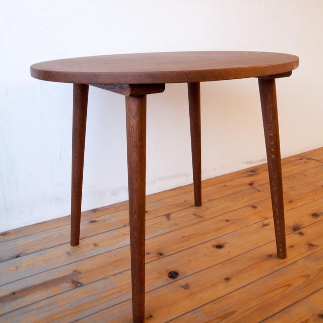 楕円テーブル写真2