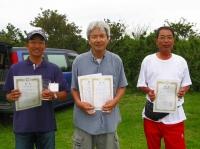 ミニクラス入賞者(左から2位の豊山さん、優勝の中村さん、3位の山本茂さん