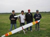 左から2位浅野選手、優勝の櫻井尚人選手とハリケーン、Joeさん、3位の川村選手