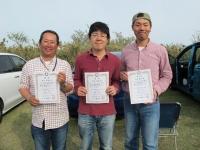 オープンクラス入賞者(優勝の鈴木さん(中央)、2位の管理者(左)、3位の青木さん))
