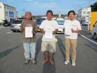 ラダー級入賞者(優勝石井選手(中央)、2位飯山選手(左)、3位羽場選手)