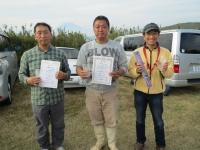 スケールクラス入賞者(2位の遠藤選手(左)、優勝の石井選手(中)、3位の豊山選手)