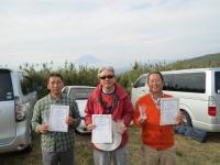 ミニクラス入賞者(2位の遠藤選手(左)、優勝の中村選手(中)、3位の管理者)