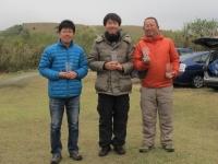 オープンクラス入賞者(2位の鈴木選手(左)、優勝の青木選手(中)、3位の管理者)