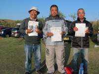 オープンクラス入賞者(優勝石井選手(中央)、2位宮川(左)、3位鳥居選手(右))