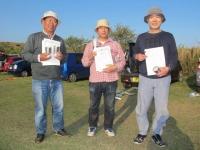 ミニクラス入賞者(優勝遠藤選手(中央)、2位宮川(左)、3位菅原選手(右))