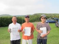 ミニ(2m)クラス優勝の水澤選手(中央)、2位の宮川(左)、3位の菅原選手(右)