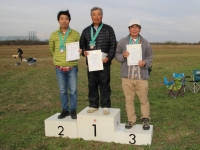 第2戦入賞者(優勝の大塚選手、2位青木選手、3位大高選手)