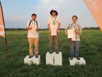 オープンクラス優勝の中村眞一さん、2位大高さん、莅戸(のぞきど)さん